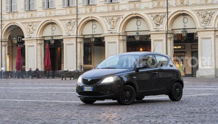 Lancia Ypsilon Black and Noir, serie speciale da 9.100 euro - Foto 33 di 40