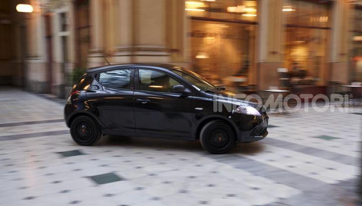 Lancia Ypsilon Black and Noir, serie speciale da 9.100 euro - Foto 34 di 40
