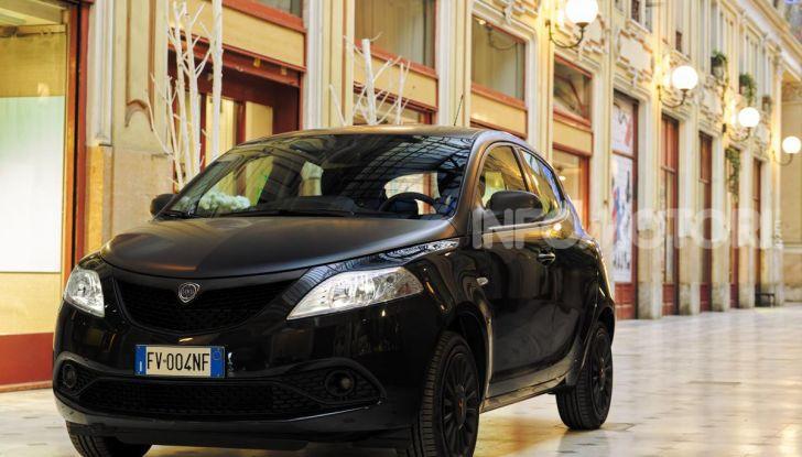 Lancia Ypsilon Black and Noir, serie speciale da 9.100 euro - Foto 35 di 40
