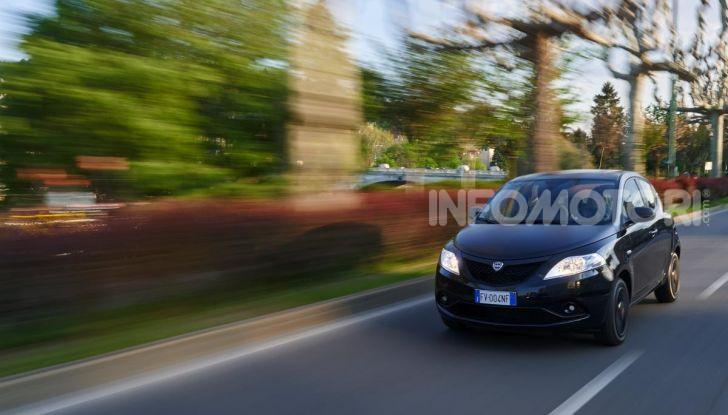 Lancia Ypsilon Black and Noir, serie speciale da 9.100 euro - Foto 9 di 40