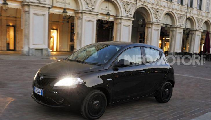 Lancia Ypsilon Black and Noir, serie speciale da 9.100 euro - Foto 11 di 40