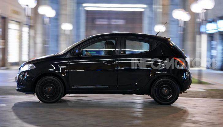 Lancia Ypsilon Black and Noir, serie speciale da 9.100 euro - Foto 13 di 40