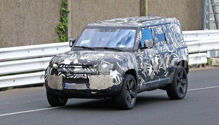 Nuovo Land Rover Defender 2020: le spy photo in pista e su strada - Foto 11 di 24