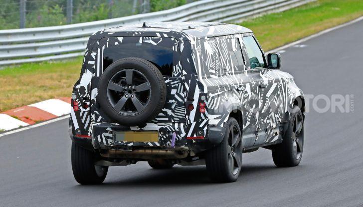 Nuovo Land Rover Defender 2020: le spy photo in pista e su strada - Foto 10 di 24