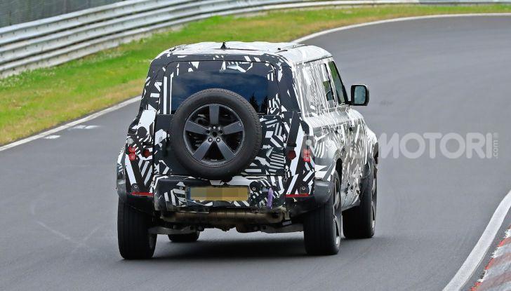 Nuovo Land Rover Defender 2020: le spy photo in pista e su strada - Foto 3 di 24