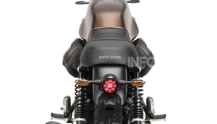 Moto Guzzi V7 Night Pack: la classic per eccellenza da oggi con fari a LED - Foto 2 di 4