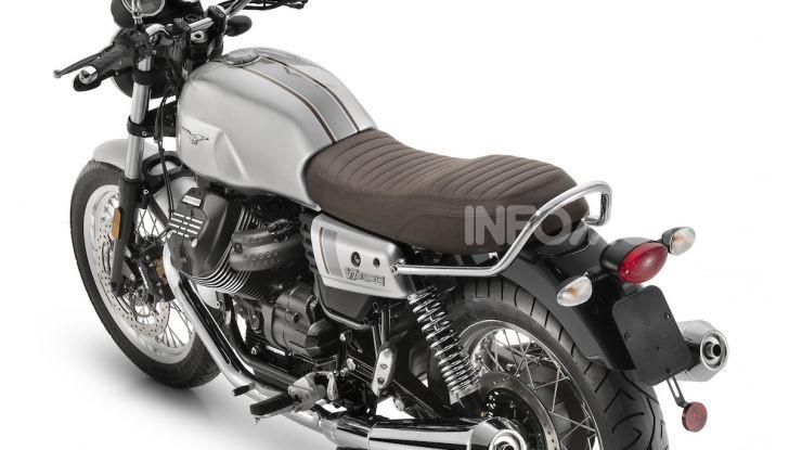 Moto Guzzi V7 Night Pack: la classic per eccellenza da oggi con fari a LED - Foto 3 di 4