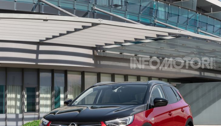 Opel Grandland X Plug-In Hybrid4: trazione integrale e poche emissioni - Foto 8 di 12