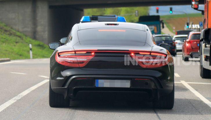 Porsche Taycan 2020, foto e dati della versione definitiva - Foto 15 di 43