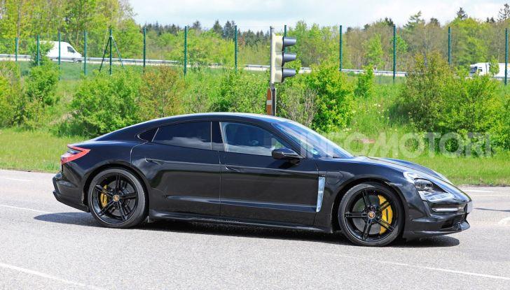 Porsche Taycan 2020, foto e dati della versione definitiva - Foto 31 di 43
