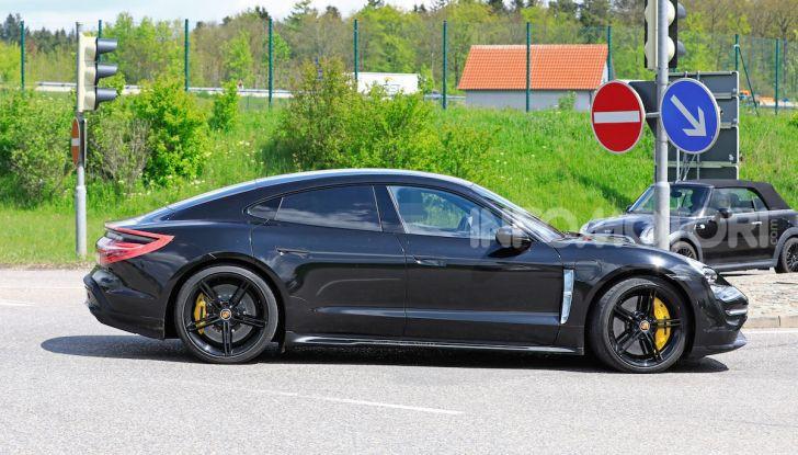 Porsche Taycan 2020, foto e dati della versione definitiva - Foto 17 di 43