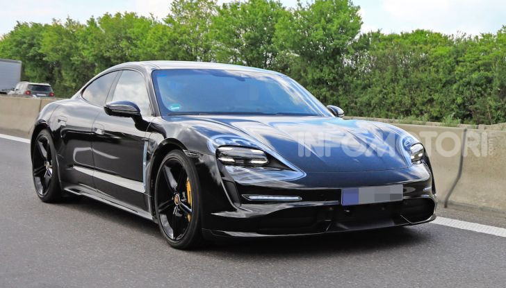 Porsche Taycan 2020, foto e dati della versione definitiva - Foto 16 di 43