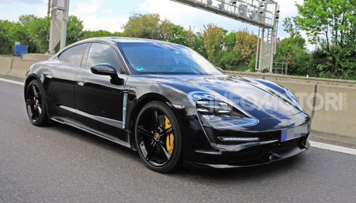 Porsche Taycan 2020, foto e dati della versione definitiva - Foto 10 di 43