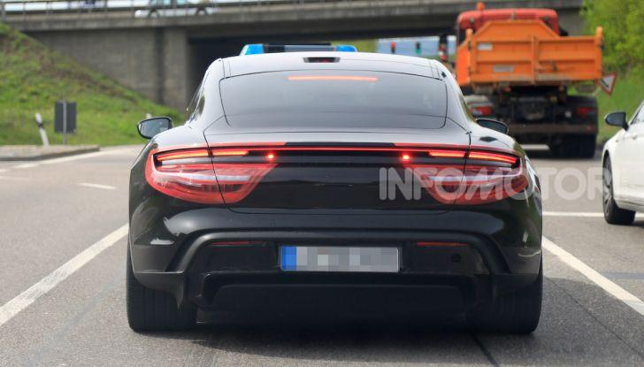 Porsche Taycan 2020, foto e dati della versione definitiva - Foto 19 di 43