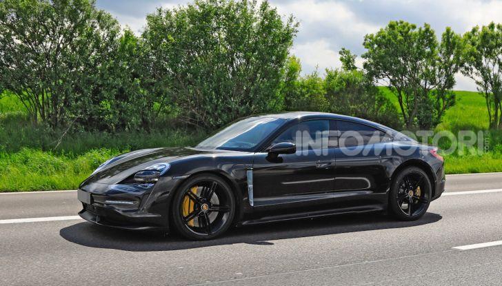 Porsche Taycan 2020, foto e dati della versione definitiva - Foto 32 di 43