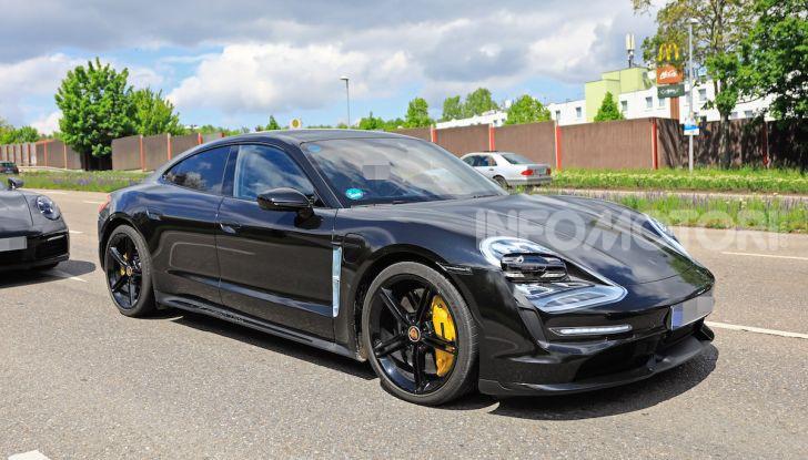 Porsche Taycan, la prova su strada in anteprima arriva dalla Germania - Foto 34 di 43