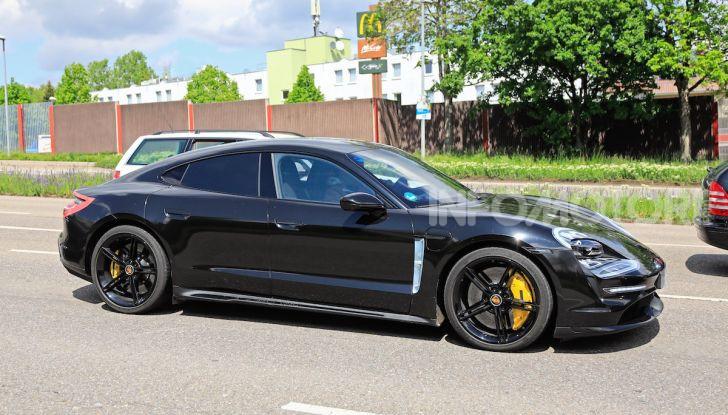 Porsche Taycan, la prova su strada in anteprima arriva dalla Germania - Foto 35 di 43