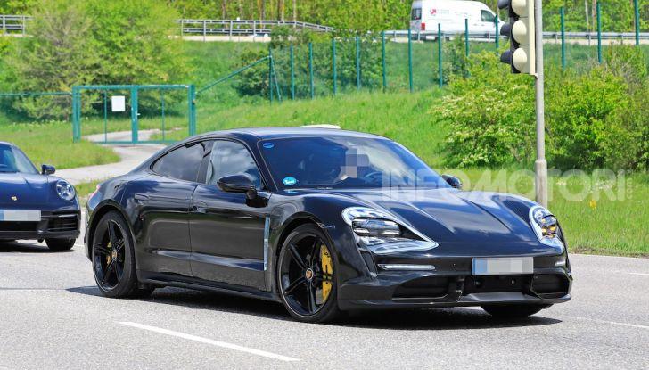 Porsche Taycan 2020, foto e dati della versione definitiva - Foto 26 di 43