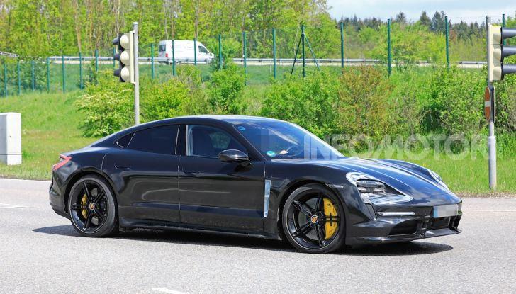 Porsche Taycan 2020, foto e dati della versione definitiva - Foto 28 di 43