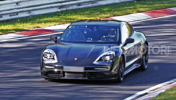 Porsche Taycan 2020, foto e dati della versione definitiva - Foto 37 di 43
