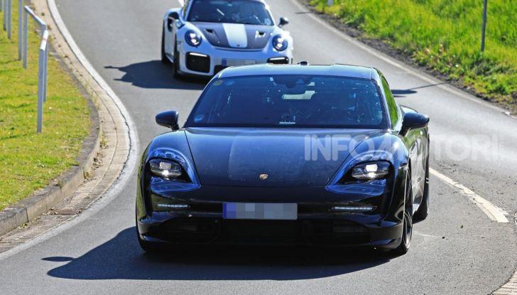 Porsche Taycan 2020, foto e dati della versione definitiva - Foto 2 di 43