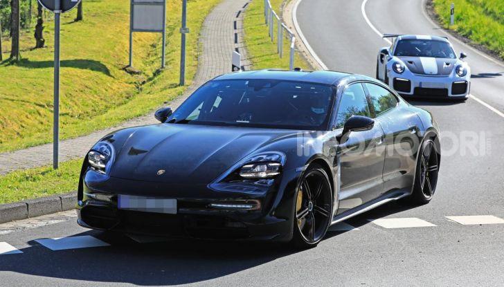 Porsche Taycan 2020, foto e dati della versione definitiva - Foto 4 di 43