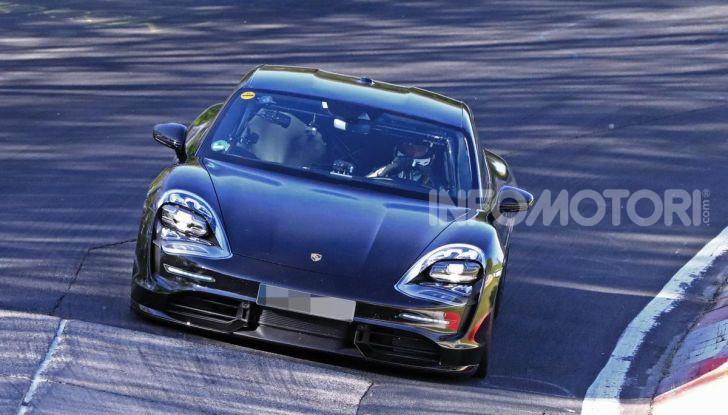 Porsche Taycan 2020, foto e dati della versione definitiva - Foto 38 di 43