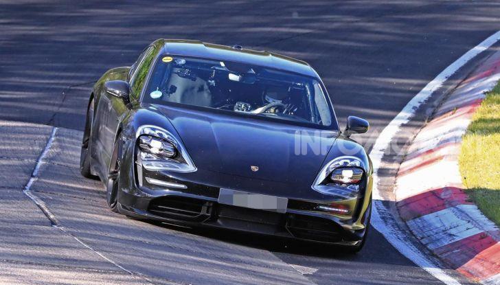 Porsche Taycan 2020, foto e dati della versione definitiva - Foto 3 di 43