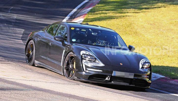 Porsche Taycan 2020, foto e dati della versione definitiva - Foto 1 di 43