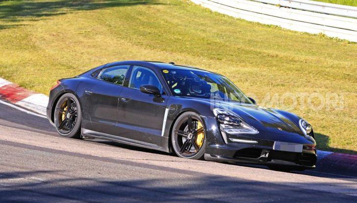 Porsche Taycan 2020, foto e dati della versione definitiva - Foto 39 di 43