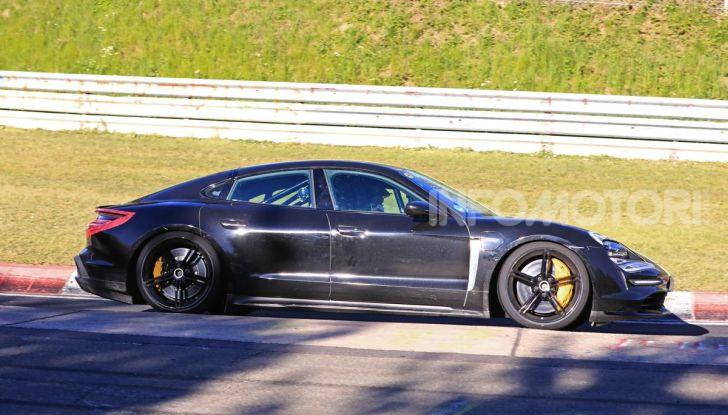 Porsche Taycan 2020, foto e dati della versione definitiva - Foto 40 di 43