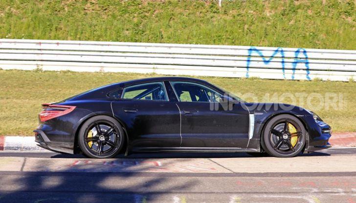 Porsche Taycan 2020, foto e dati della versione definitiva - Foto 41 di 43
