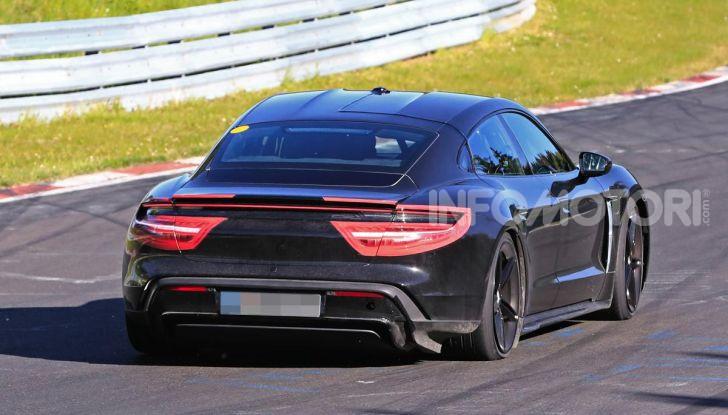 Porsche Taycan 2020, foto e dati della versione definitiva - Foto 8 di 43
