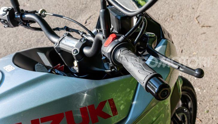 [VIDEO] Prova Suzuki GSX-S 1000 Katana, affilata di nome e di fatto - Foto 11 di 42
