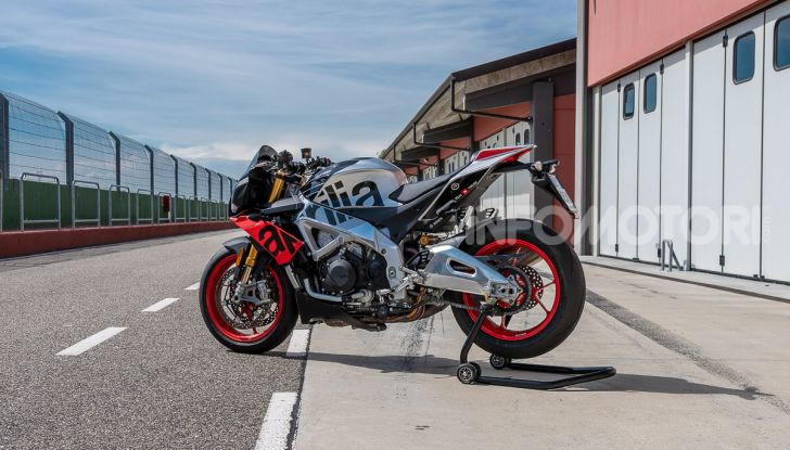 [VIDEO] Test in pista Aprilia Tuono V4 1100 Factory: potente, raffinata ed efficace - Foto 22 di 52
