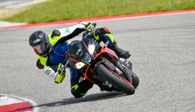 [VIDEO] Test in pista Aprilia Tuono V4 1100 Factory: potente, raffinata ed efficace