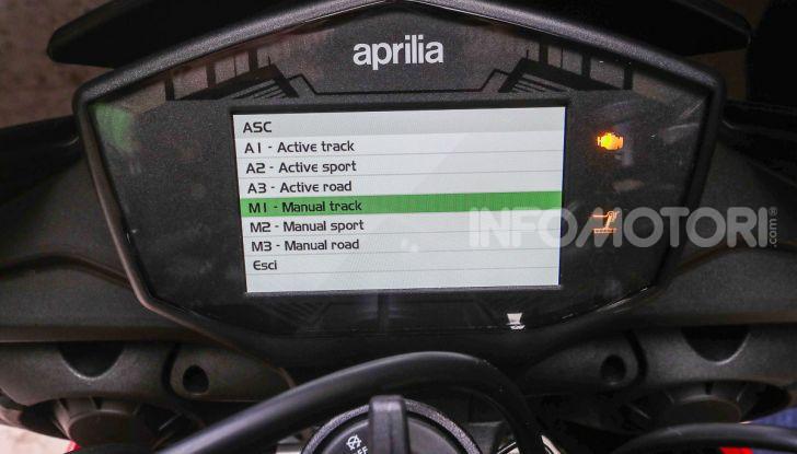 [VIDEO] Test in pista Aprilia Tuono V4 1100 Factory: potente, raffinata ed efficace - Foto 48 di 52