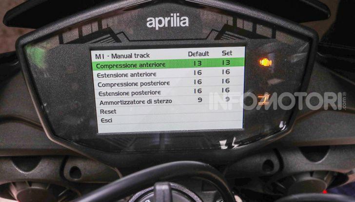 [VIDEO] Test in pista Aprilia Tuono V4 1100 Factory: potente, raffinata ed efficace - Foto 49 di 52