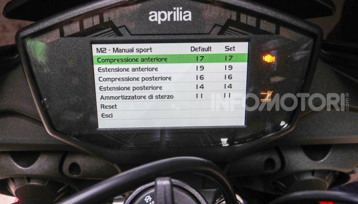 [VIDEO] Test in pista Aprilia Tuono V4 1100 Factory: potente, raffinata ed efficace - Foto 50 di 52