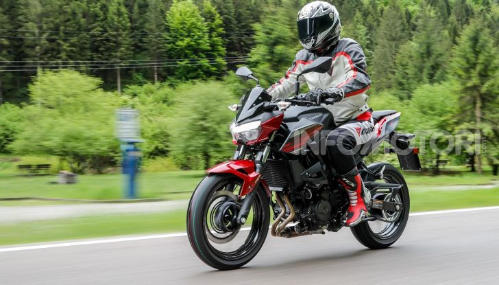 Prova Kawasaki Z400 2019: ecco la nuova naked di Akashi - Foto 5 di 23