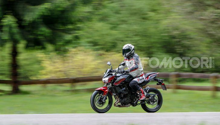 Prova Kawasaki Z400 2019: ecco la nuova naked di Akashi - Foto 10 di 23