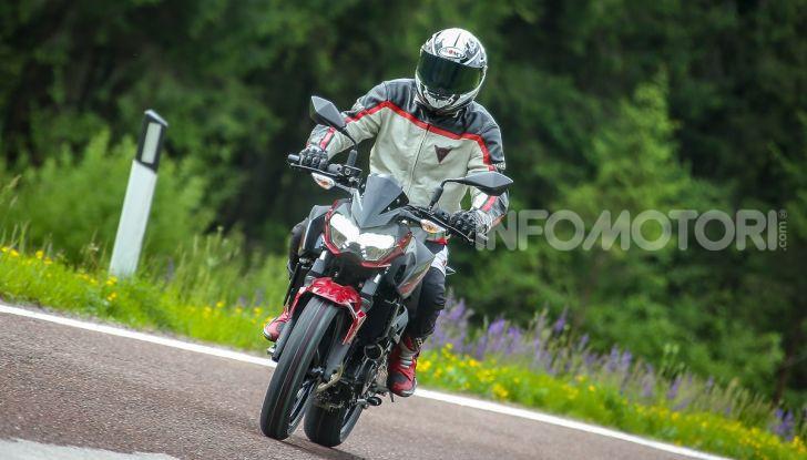 Prova Kawasaki Z400 2019: ecco la nuova naked di Akashi - Foto 11 di 23