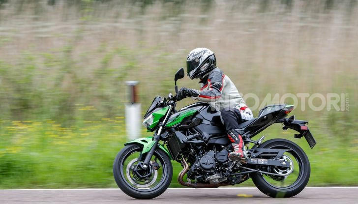 Prova Kawasaki Z400 2019: ecco la nuova naked di Akashi - Foto 16 di 23