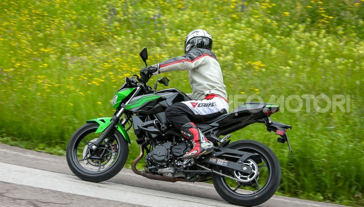 Prova Kawasaki Z400 2019: ecco la nuova naked di Akashi - Foto 20 di 23