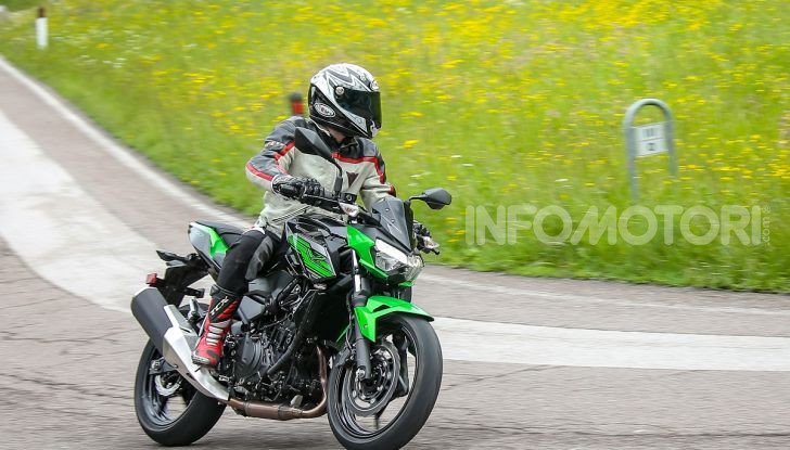 Prova Kawasaki Z400 2019: ecco la nuova naked di Akashi - Foto 21 di 23