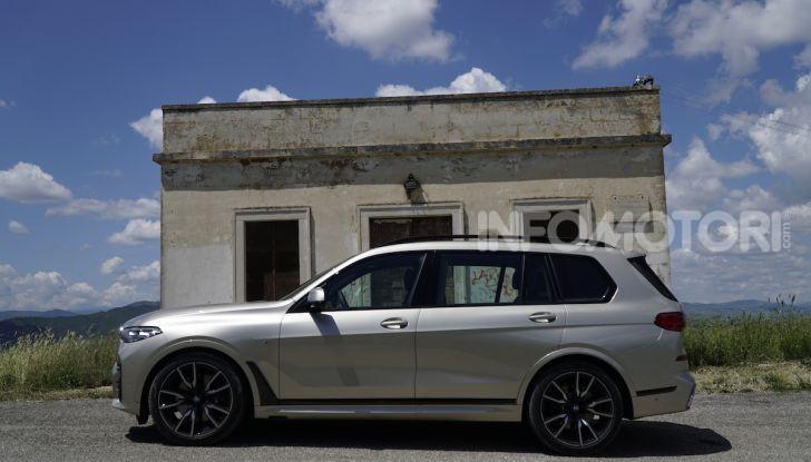 BMW X7 prova su strada del SUV ammiraglia da 94.900 euro - Foto 2 di 25