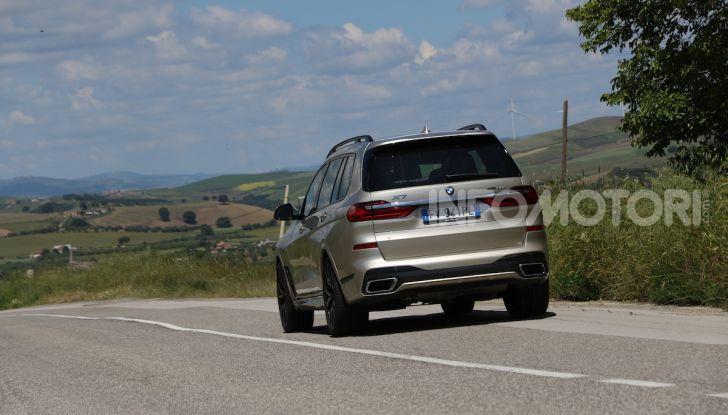 BMW X7 prova su strada del SUV ammiraglia da 94.900 euro - Foto 13 di 25