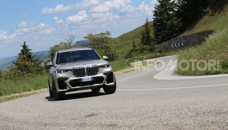 BMW X7 prova su strada del SUV ammiraglia da 94.900 euro - Foto 1 di 25