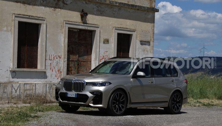 BMW X7 prova su strada del SUV ammiraglia da 94.900 euro - Foto 15 di 25