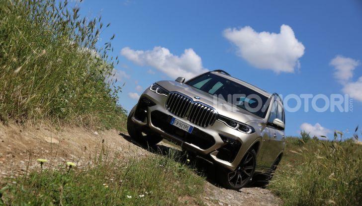 BMW X7 prova su strada del SUV ammiraglia da 94.900 euro - Foto 16 di 25